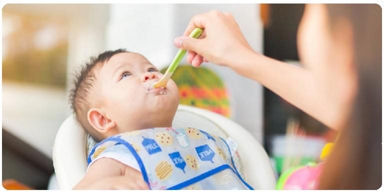 Прикорм в 9-12 месяцев: основные правила